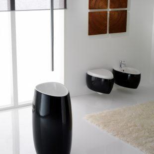 אמבטיה בשחור לבן